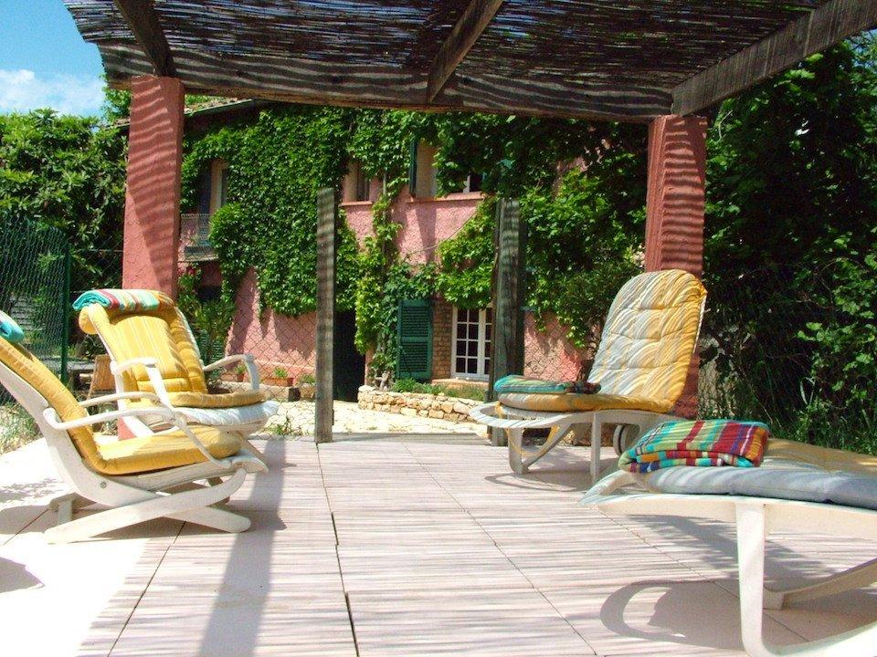 povence-painting-provence-with-tess-shady-poolside-sunbathing