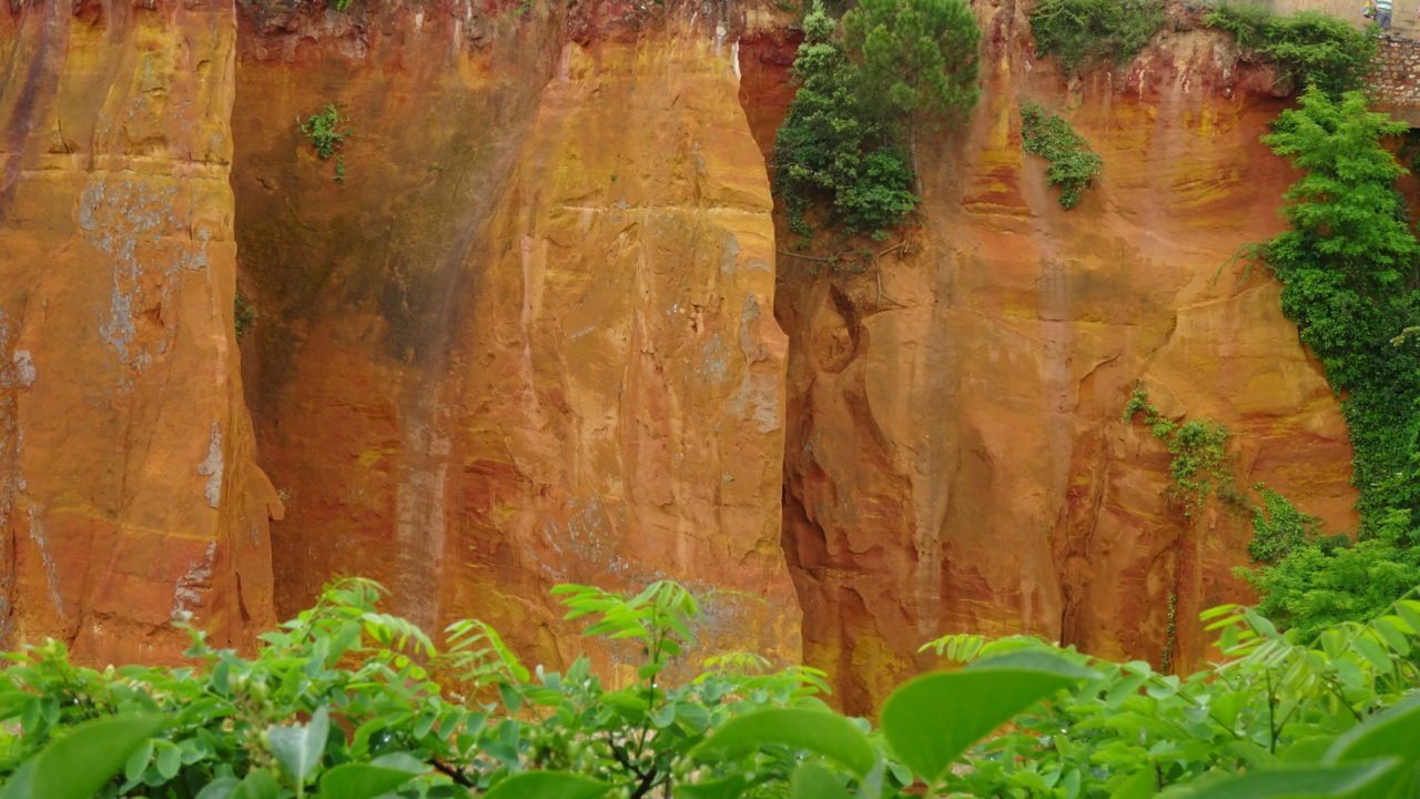red rocks of Roussillon